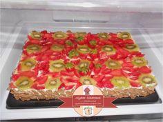 Strawberry - Kiwi Cake / glykesdiadromes.wordpress.com Kiwi Cake, Strawberry Kiwi, Layer Cakes, Sweet, Easy, Wordpress, Recipes, Twitter, Candy