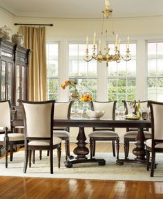 Estate Double Pedestal mahogany dining table has a deep finish that will provide dramatic contrast to sparkly white pumpkin table decor.