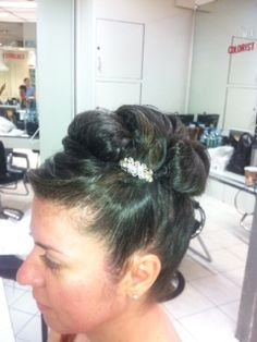 A sweet, simple #wedding #updo