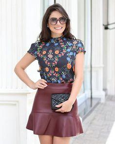 {Preview} @camybaganha linda com blusa estampada Dark Floral + saia em couro ecológico! ❤❤❤