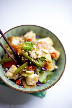y'all, can we talk about how noodle bowls are the best?   Grilled Veggie Noodle Bowl Recipe