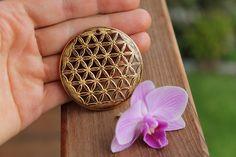 Holzanhänger - Blume des Lebens aus Zirbenholz Blattvergoldet - ein Designerstück von TirolZirbe bei DaWanda
