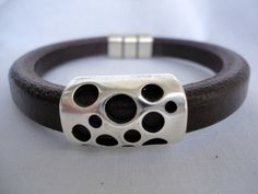 Zwart leren armband by Mitallerdenubes via DaWanda
