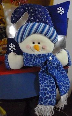 Christmas 2019 : Christmas decorations 2019 - 2020 that you can make with felt Christmas Sewing, Blue Christmas, Christmas Snowman, Christmas Projects, Beautiful Christmas, Holiday Crafts, Christmas Ornaments, Christmas 2019, Christmas Cushions