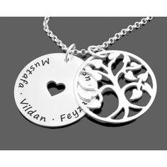 Eine wunderschöne Kette komplett aus 925 Sterling Silber mit einem schönen Lebensbaum und einem Gravurplättchen  mit ausgeschnittenem Herz in der Mitte. Am Rand können wir Ihre Wunschnamen oder Ihren gewünschten Text designen.