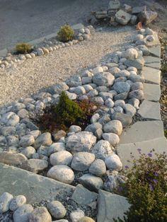 Grus i stedet for plen? Patio, Stepping Stones, Outdoor Decor, Nature, Garage, Carport Garage, Stair Risers, Naturaleza, Garages