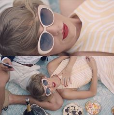 Have you seen Taylor Swift's new music video for her single 'Blank Space'?   The country-come-pop-princess is sporting pink cateye Linda Farrow shades to die for!
