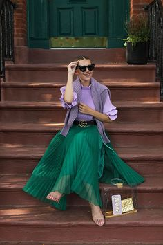 Blair Eadie of Atlantic-Pacific in a lilac Tibi top and green H&M skirt in NYC. Click through to shop all her favorite Tibi pieces! Green Skirt Outfits, Lila Outfits, Green Dress Outfit, Purple Outfits, Purple Skirt, Spring Outfits, Outfit Summer, Green Outfits For Women, Swag Dress