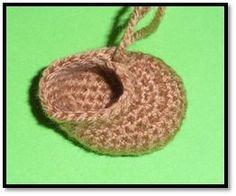 Best 12 AmigurumisFanClub: Tutorial: Las botas de Pippi paso a paso · Tutorial: Pippi's boots step by step – SkillOfKing. Crochet Dolls, Crochet Baby, Free Crochet, Crochet Bunny Pattern, Crochet Patterns, Double Crochet, Single Crochet, Crochet Needles, Yarn Colors