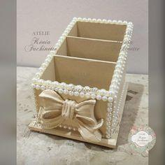 Risultati immagini per porta pincel em mdf decorado Pearl Crafts, Diy And Crafts, Arts And Crafts, Art N Craft, Pretty Box, Altered Boxes, Bottle Crafts, Trinket Boxes, Diy Home Decor