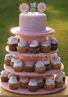 Thinking of a similar cupcake tower with small fondant cake on top for my little girls' birthday party!!