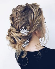 Whether you're going for a boho wedding ,chic romantic side bun or a classic affair, there's a hairstyle perfect for every bride's wedding day beauty updo hairstyle inspiration beautiful updo hairstyle, wedding updo,updo hairstyle ,wedding updo hairstyles