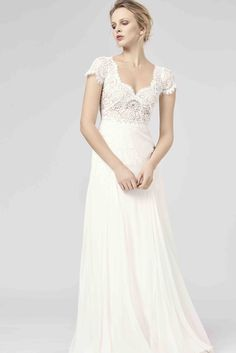 Romantic Chic Anna Kara Wedding Dresses 2018 Collection Brand new wedding dresses Anna Black. The 2018 collection is a modern romance with beautiful bridal wear. Free-spirited, bohemian chic brides will love this free Boho Wedding Dress Bohemian, Lace Wedding Dress, Wedding Dresses 2018, Black Wedding Dresses, Long Sleeve Wedding, Wedding Flowers, Anna Kara, Wedding Dress Accessories, Mod Wedding