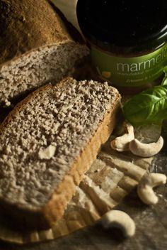 Unser neues glutenfreies Brot der Woche mit Basilikum und Cashews. Dazu eine fruchtig frische Zitronen Limetten Marmelade