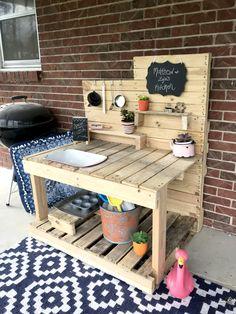 DIY Mud Kitchen for $10! Outdoor Play Kitchen, Diy Mud Kitchen, Mud Kitchen For Kids, Kitchen Set Up, Kids Outdoor Play, Backyard Play, Backyard For Kids, Wooden Kitchen, Diy For Kids
