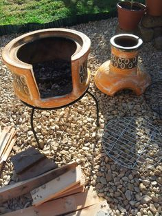 Outdoor Grill Area, Outdoor Cooking Area, Outdoor Fire, Clay Chiminea, Brick Projects, Small Fire Pit, Clay Oven, Pottery Techniques, Terracota