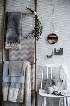 make a bamboo ladder for towel storage over toilet Home Design, Home Interior Design, Sweet Home, Blanket Storage, Towel Storage, Ikea Storage, Storage Ideas, Deco Design, Ladder Decor