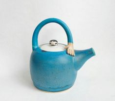 Pottery Teapot. Stoneware Hand Thrown Teapot. Turquoise Teapot. £58.00 Pottery Teapots, Ceramic Teapots, Pottery Art, Ceramic Art, Ceramic Cups, Sculptures Céramiques, Types Of Tea, Gifts For Cooks, Coffee Drinkers