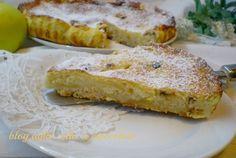 la torta di mele un po' diversa è fatta con un impasto a briciole che da la croccantezza che viene reso delicato dalla sua parte cremosa ...