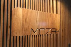 ILUSTRE IDEIA Sede Mozak #wayfinding #signage #environmentaldesign #segd #egd #arquitetura #officespaces #corporateoffices #workspaces #informationdesign #recepctionsign