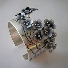 Jolanta Bromke bracelet metal leather 2019 Jolanta Bromke bracelet metal leather The post Jolanta Bromke bracelet metal leather 2019 appeared first on Metal Diy. Metal Clay Jewelry, Metal Bracelets, Enamel Jewelry, Jewelry Art, Antique Jewelry, Bangle Bracelets, Silver Jewelry, Jewelry Design, Silver Earrings
