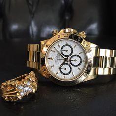 """""""おはようございますm(_ _)m またまた 寒〜い 懐も寒〜い そんな日は テンション上げるために 煌びやかな✨アイテムで… 今日も1日 よろしくです(^^)"""" Rolex Cosmograph Daytona, Rolex Daytona, Rolex Watches, Accessories, Jewelry Accessories"""