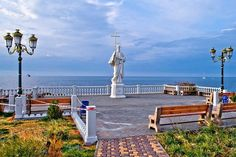 Бухта Омега. Памятник Андрею Первозванному.