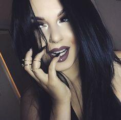 "ourfa zinali on Instagram: ""Lolita liquid lipstick by @katvondbeauty. Brow Zings in Dark by @benefitcosmetics. Thunderstruck metal shadow by @katvondbeauty packed like a bowl on the inner tearduct. Lori lashes by @flutterlashesinc. """
