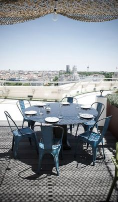 ⇀ Blue #TOLIX ↼ ⛵ La #silla que colma tu #cielo decorativo #decoración #chair #interiorismo #sillatolix
