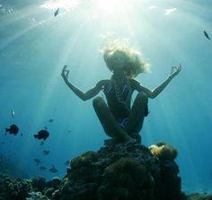 Underwater yoga Поехали в лето! http://swisshalley-travelclub.blogspot.com/