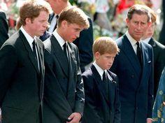Charles e seus filhos Harry e Willian