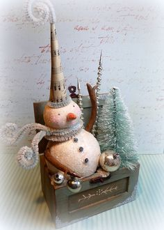 Chistmas Candy Winter Wonderland Vintage Style Snowman  Box Christmas Folk Art Decoration