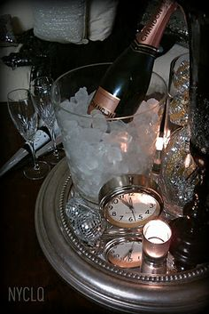 ::: FOCAL POINT :::: New Years Eve  Tablestyling: Silver Black & Gold #FEELBEAUTIFUL  #WHBM