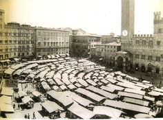 A great throwback picture of Piazza del Mercato in Siena, Italy