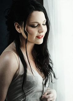 Fade to black Snow White Queen, Amy Lee Evanescence, Women Of Rock, Celebrity Skin, Goth Women, Portraits, Fade To Black, Metal Girl, Female Singers