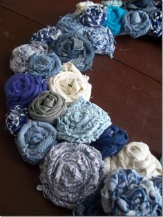 Instructions on these cute fabric roses and a few other crafty ideas. Wreath Crafts, Diy Wreath, Flower Crafts, Wreaths, Fabric Crafts, Sewing Crafts, Sewing Projects, Handmade Flowers, Diy Flowers