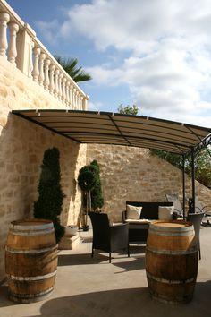 Espace de convivialité et de relaxation ! Décor chaleureux grâce aux murs aspect pierre, effet possible grâce à l'enduit à la chaux naturelle Decopierre®