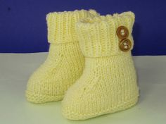 Instant Digital File pdf download knitting pattern - Easy Baby 2 Button Booties pdf download knitting pattern.