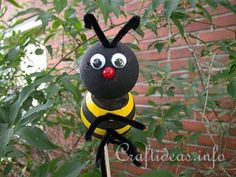 #Summer #Craft for #Kids - Styrofoam Bumble Bee Craft