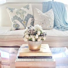 This is so cozy and pretty -- living room home decor