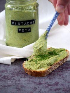 Groene pistache feta dip Feta Dip, Pesto, I Love Food, Good Food, Yummy Food, Tapenade, Healthy Snacks, Healthy Recipes, Sauces