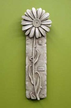 1157 Single Daisy #carruth #sale #special #daisy #flower #plaque #handcast #weatherproof #madeintheusa