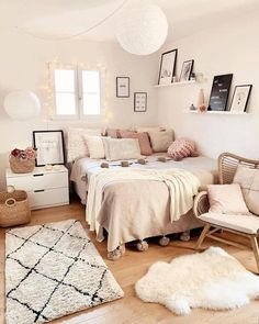 dream rooms for adults ; dream rooms for women ; dream rooms for couples ; dream rooms for adults bedrooms ; dream rooms for girls teenagers Room Ideas Bedroom, Small Room Bedroom, Home Decor Bedroom, Bedroom Inspo, Ikea Bedroom, Bedroom Inspiration, Small Apartment Bedrooms, Bedroom Wall, Teen Bedroom Designs