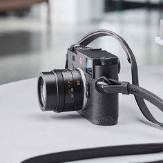 Les photographes travaillant au M ont inspiré les ingénieurs de Leica pour la création du Leica M numérique le plus fin de tous les temps : le Leica M10. L avez-vous déjà essayé ? #leicaM10 #LeicaCamera #LeicaM #Leicapassion #leicaimages #leica_world #leicaimages #photography #passionleica #passionphoto #passionphotography #passionphotographer #kamera #photocamera #photocamera_pro #leicaimages via Leica on Instagram - #photographer #photography #photo #instapic #instagram #photofreak…