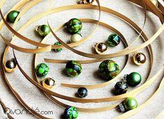 Perles artisanales en tissu wax, coloris vert pomme, marron clair, bleu nuit, orange-brûlée et noir. Avandjé bijoux, Biarritz #perles #tissuwax #pagne #perlestextile #perlestissu #perleswax #perlesafro #afrochic #créationoriginale #avandjébijoux #faitmain #savoirfaire #biarritz Afro Chic, Biarritz, Textiles, Washer Necklace, Creations, Jewelry, Burnt Orange, Midnight Blue, Jewelry Designer