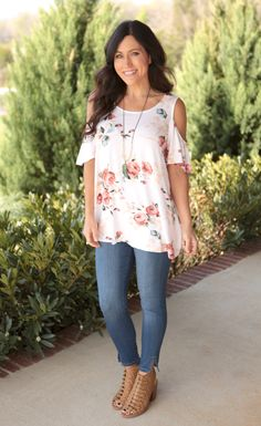 Our Floral Cold Shoulder Top is absolutely gorgeous! Available in Ivory,Taupe and Navy, these floral tops are a soft knit material and feature a scoop neckline, and cold shoulder ruffle sleeve. Pair with denim jeans or shorts and sandals for a stylish Summer-Fall look! Size Chart: Runs true to size S:0-5 M:6-8 L:10-12