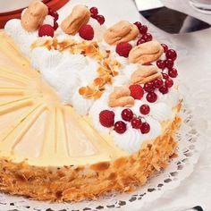 Madártejtorta ország tortája Hungarian Cake, Hungarian Recipes, Cookie Recipes, Dessert Recipes, Cakes And More, Healthy Desserts, No Bake Cake, How To Make Cake, Sweet Recipes