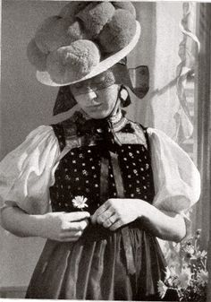 Schwarzwälderin from Gutachtal in Bollenhut (As Bollenhut a hat called that since about 1750 for the (Protestant church) dress of women in the three neighboring Black Forest villages Gutach , Kirnbach and Hornberg-Reichenbach) #Gutachtal