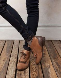 great shoes to pair with jeans and a teeshirt.