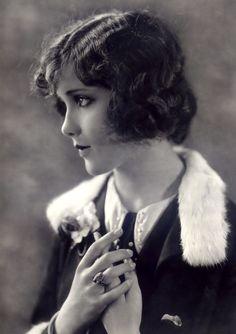 Profile   Portrait   Twenties / Thirties
